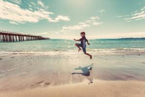 nino-saltando-madurez-flexibilidad